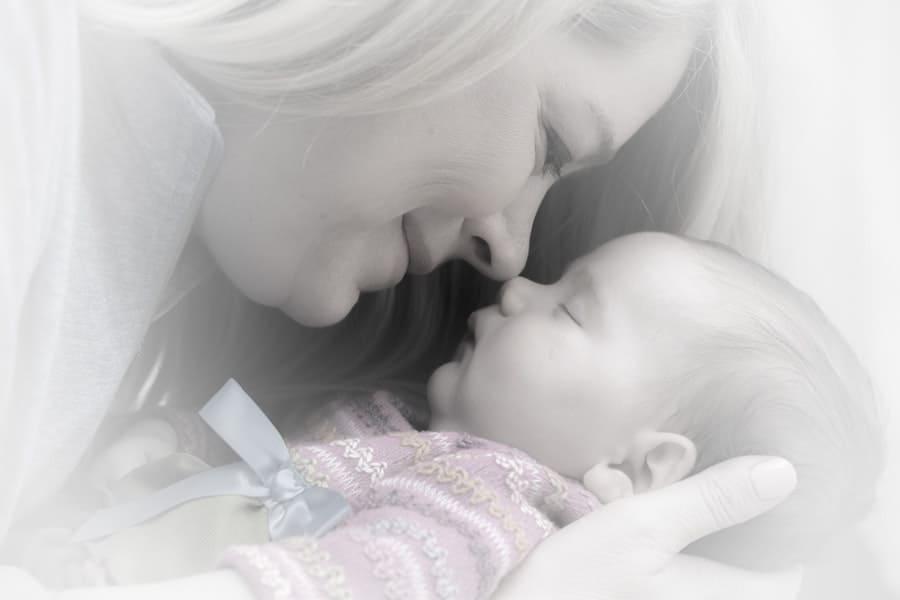 Ayuda a tu bebé a expulsar los gases después del biberón